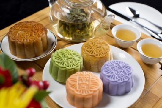 Mooncake tea set at Shangri-La Hotel, Bangkok's Shang Palace
